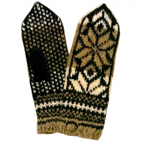 Черно-белые варежки-джурабы с оригинальным орнаментом