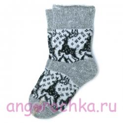 Серые вязаные носки с оленями