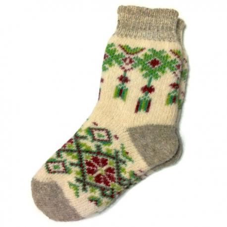 Женские вязаные носки с зеленым узором