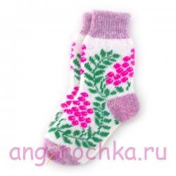 Женские вязаные носки с ягодами