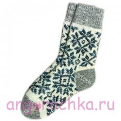 Женские вязаные носки со снежинками