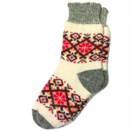 Вязаные теплые носки с розовым узором