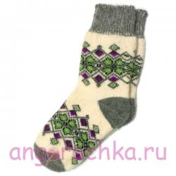 Вязаные теплые носки с зеленым орнаментом