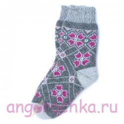 Вязаные шерстяные носки с красивым орнаментом