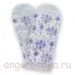 Голубые пуховые варежки со снежинками