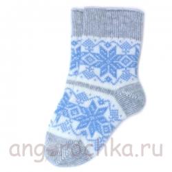 Вязаные шерстяные носки со снежинками