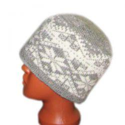 Вязаная шерстяная шапка с норвежским орнаментом