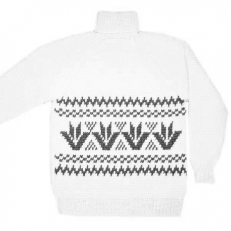 Белый вязаный свитер с орнаментом