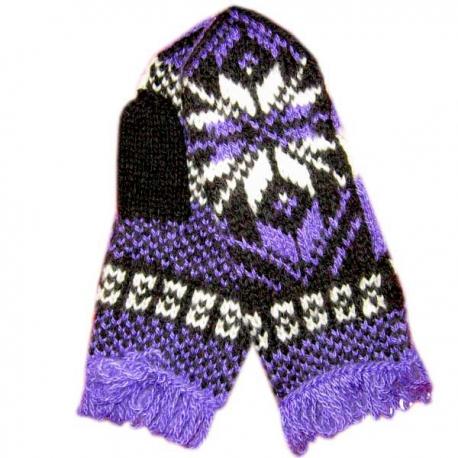 Фиолетовые варежки с  рисунком