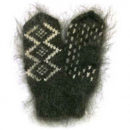 Черные мохеровые варежки с орнаментом