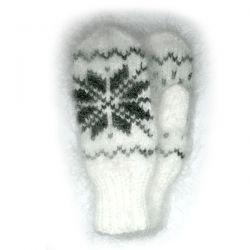 Белые мохеровые варежки со снежинкой