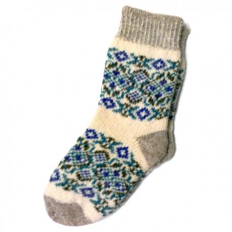Женские вязаные носки с мелкими узорами