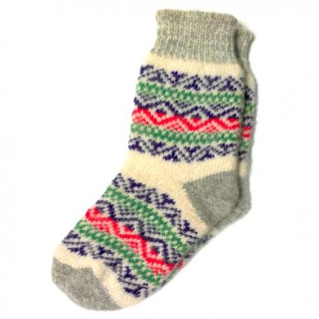 Женские вязаные носки с разноцветным орнаментом