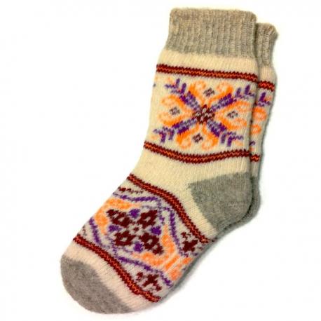 Женские вязаные носки с цветочным узором