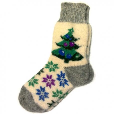 Женские вязаные носки с елкой