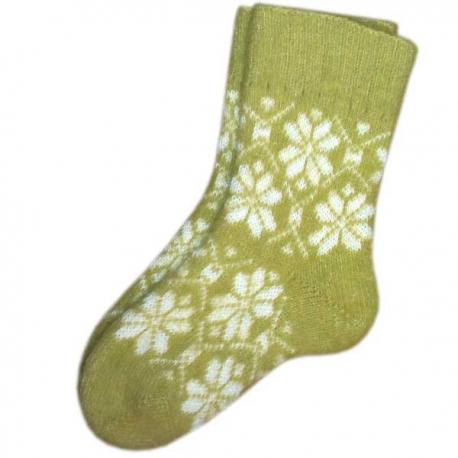 Женские шерстяные носки салатовые со снежинками