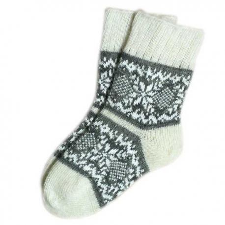 Женские шерстяные носки зимним узором