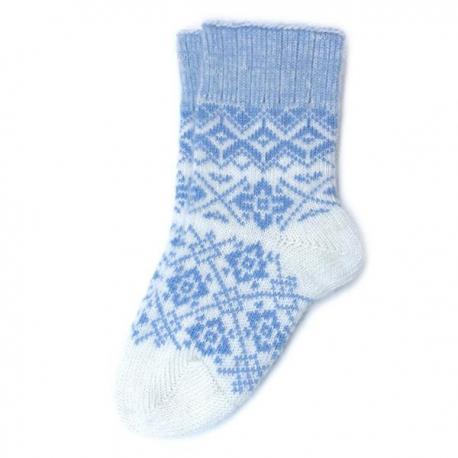 Вязаные шерстяные носки с оригинальным зимним рисунком