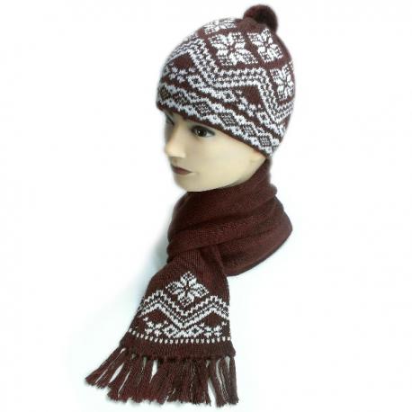 Вязаный шерстяной комплект - шапка