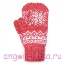 Розовые шерстяные варежки с узорами и белой снежинкой