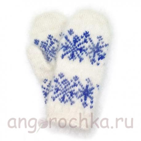 Детские пуховые варежки с синими снежинками