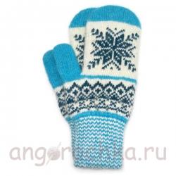 Бело-голубые женские варежки со снежинкой