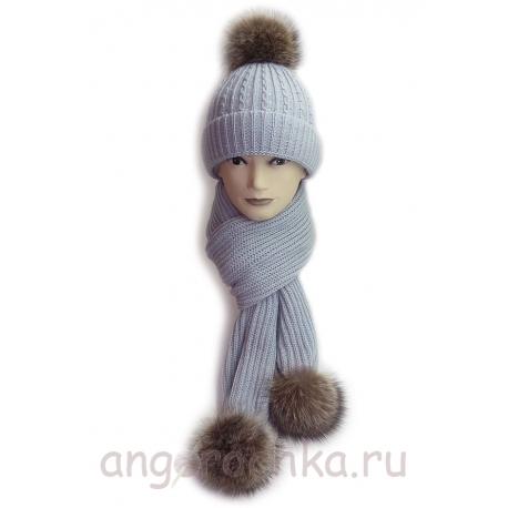 Женский вязаный комплект - шапка и шарф с меховыми помпонами