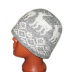 Вязаная шерстяная шапка с норвежскими оленями